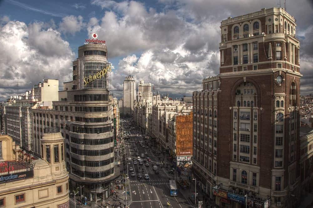 Gran Via, maiestuosul bulevard al Madridului