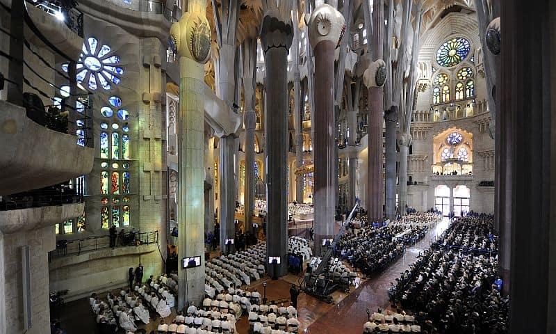 Sagrada Familia, declarată bazilică, de către Papa Benedict