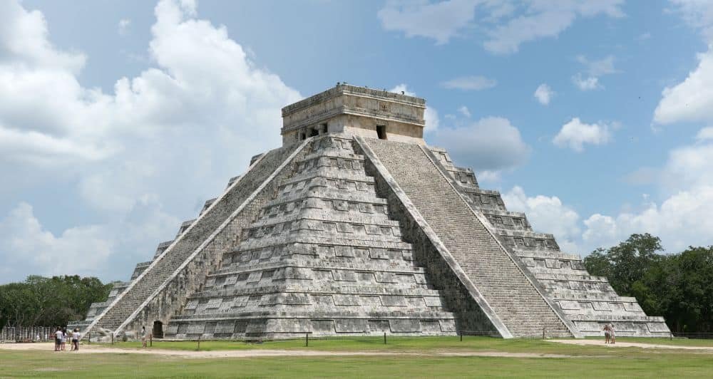 Celebra piramidă Chichen Itza, una dintre principalele atracții din Mexic