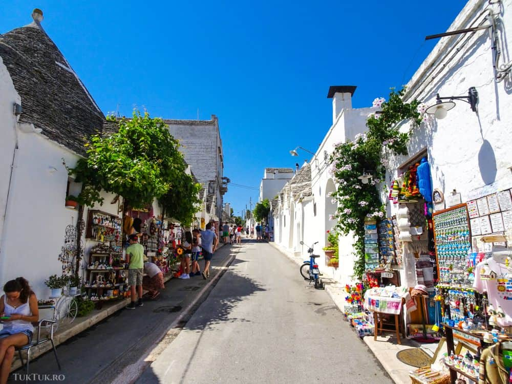 Pe străduțele din Alberobello