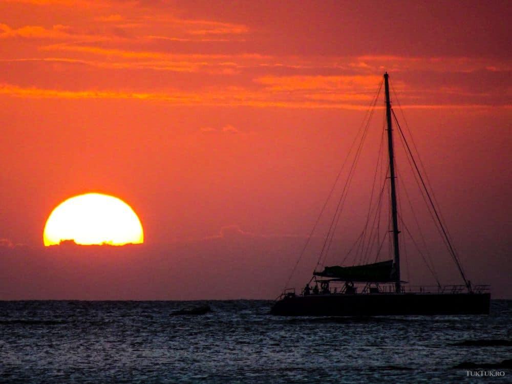 Apus de soare ]n Mauritius, de pe plaja resortului Club Med La Pointe aux Canonniers