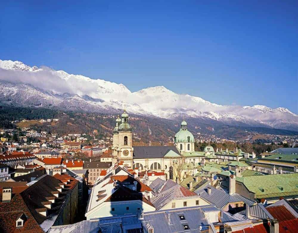 Innsbruck și piscurile înghețate din preajmă © Österreich Werbung, Foto: Popp Hackner